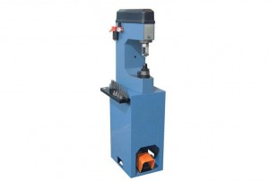 Hydro pneumatic riveting machine
