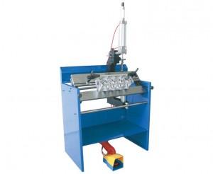 Workstation for operation on cylinder heads